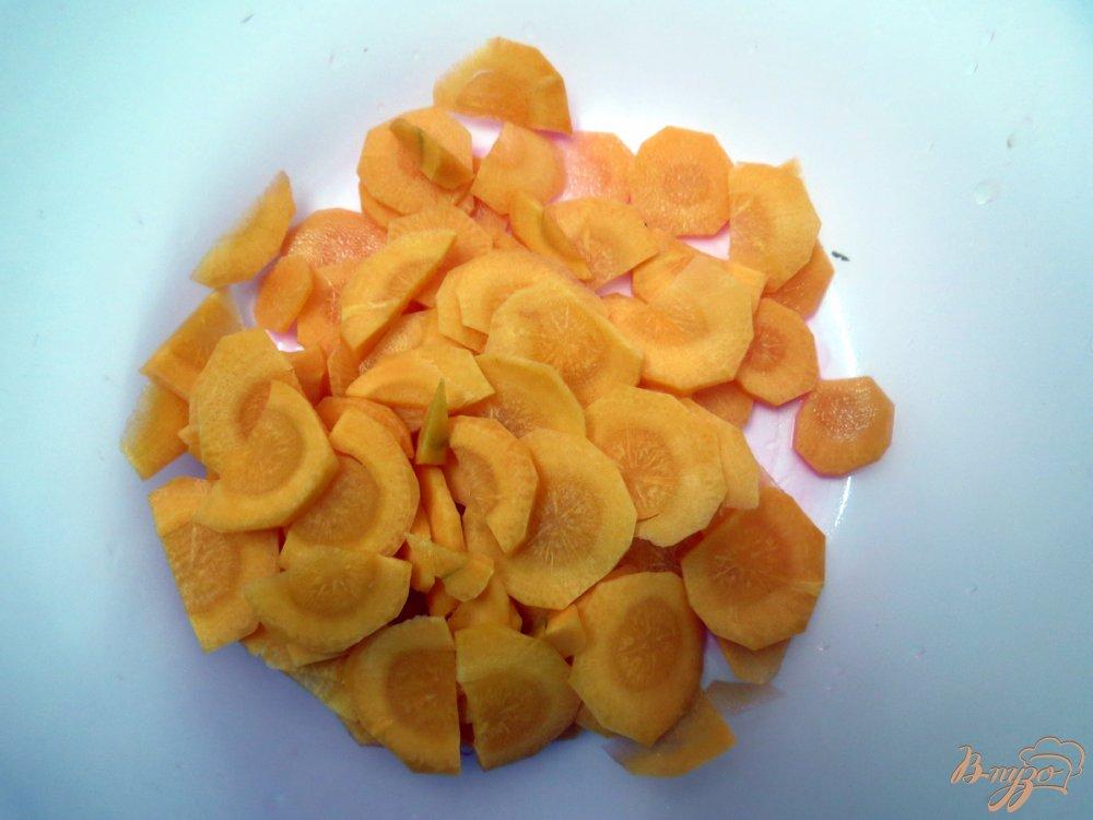 Фото приготовление рецепта: Суп овощной со свежей капустой и грибами шаг №4