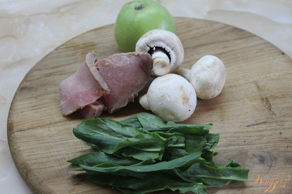 Фото приготовление рецепта: Тушенная свинина с зеленым яблоком и соевым соусом шаг №1