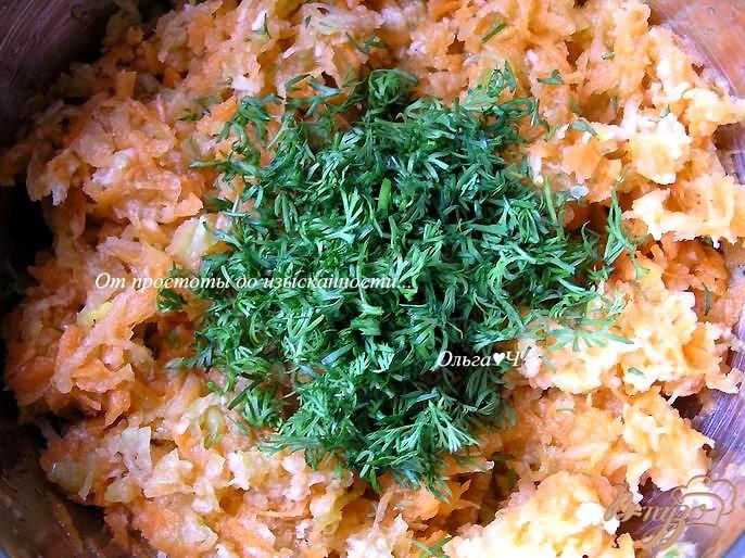 Фото приготовление рецепта: Салат из моркови, редьки и яблока шаг №3