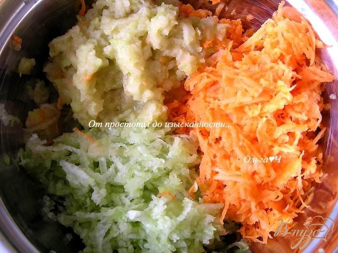 Фото приготовление рецепта: Салат из моркови, редьки и яблока шаг №1