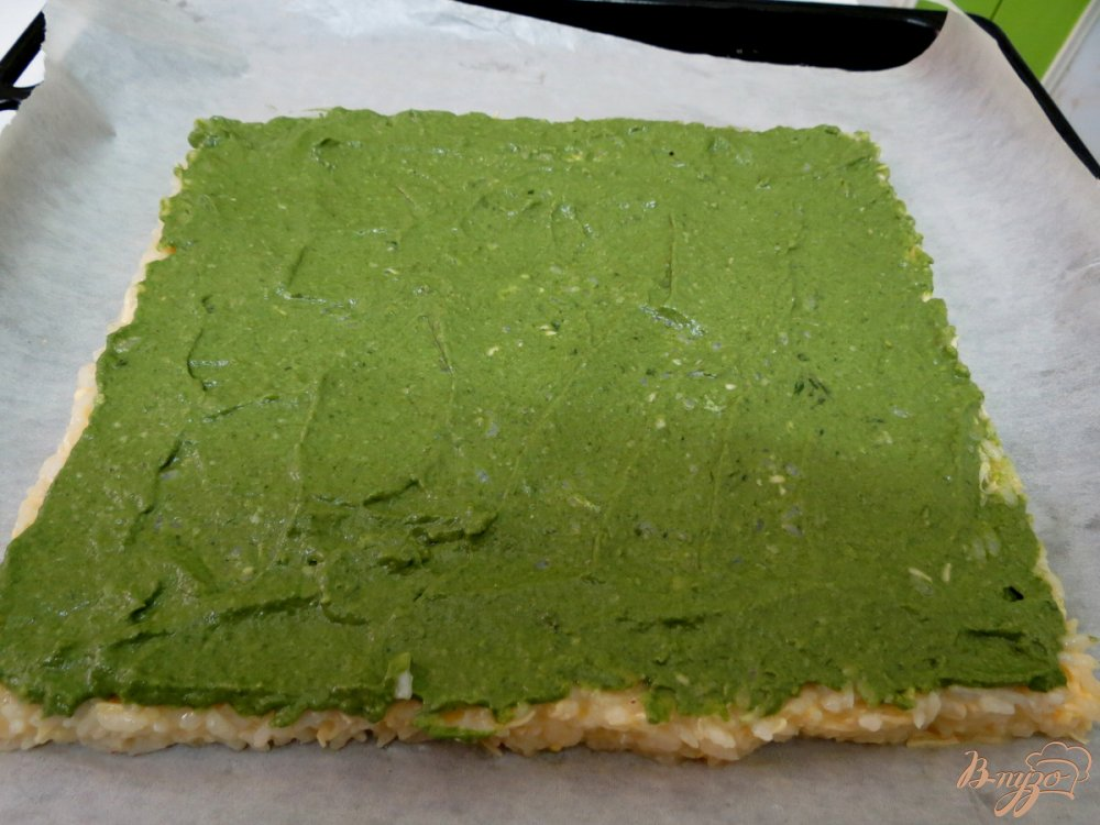 Фото приготовление рецепта: Рисовый рулет с грибами шаг №8