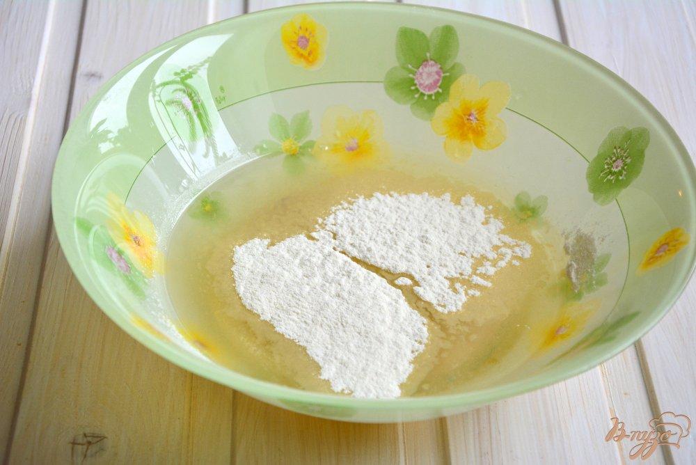 Фото приготовление рецепта: Постные медовые кексы с шоколадными каплями шаг №3