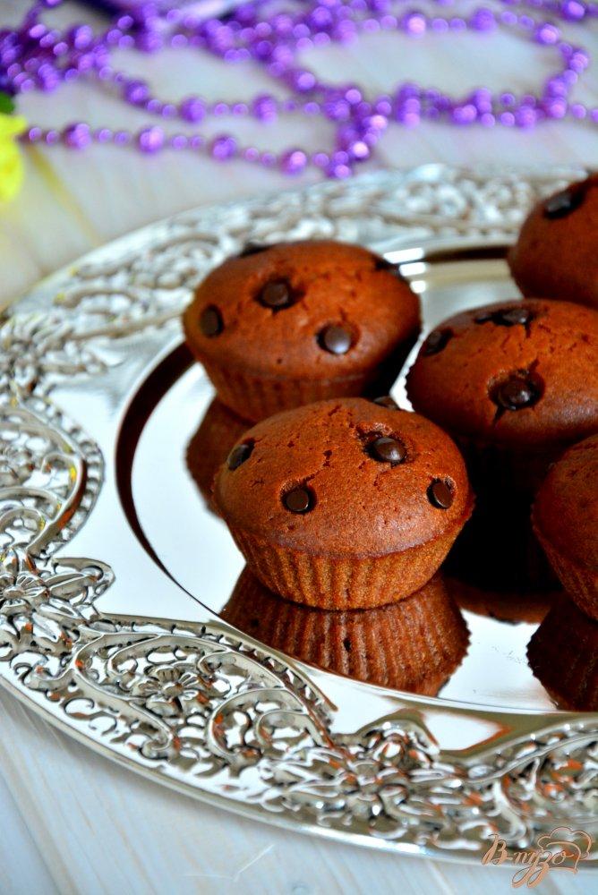 Фото приготовление рецепта: Постные медовые кексы с шоколадными каплями шаг №7