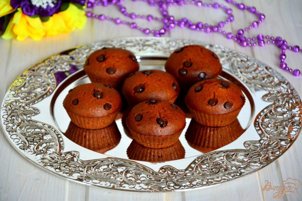 Фото приготовление рецепта: Постные медовые кексы с шоколадными каплями шаг №6