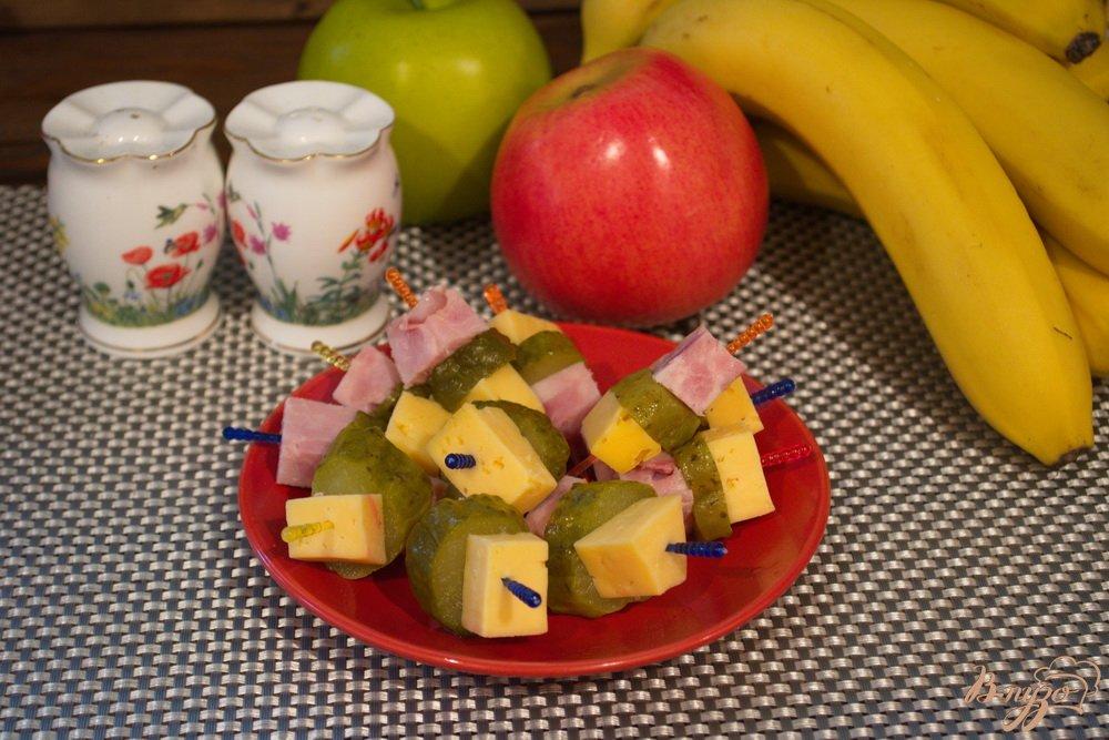 Фото приготовление рецепта: Быстрые праздничные канапе шаг №7