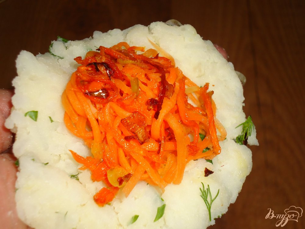 Фото приготовление рецепта: Котлеты рисово-картофельные с морковью шаг №4