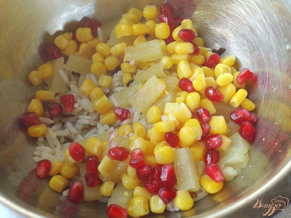 Фото приготовление рецепта: Постный рисовый салат с кукурузой шаг №2