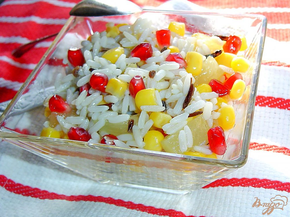 Фото приготовление рецепта: Постный рисовый салат с кукурузой шаг №3