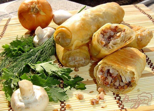 фото рецепта: Постные хрустящие пирожки с гречкой и грибами