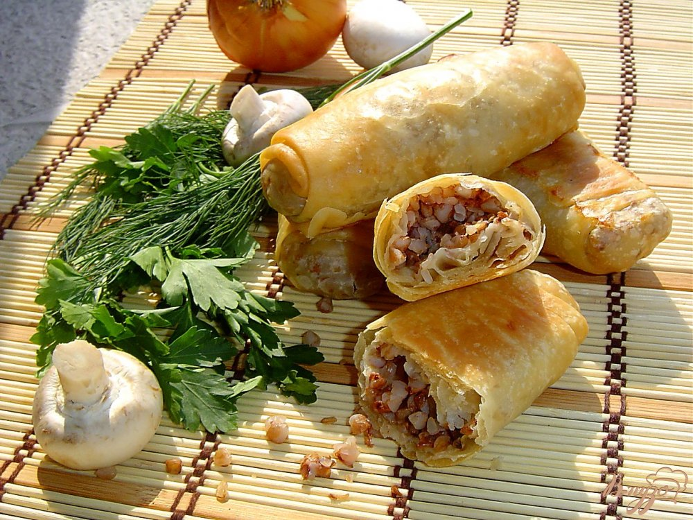Фото приготовление рецепта: Постные хрустящие пирожки с гречкой и грибами шаг №10