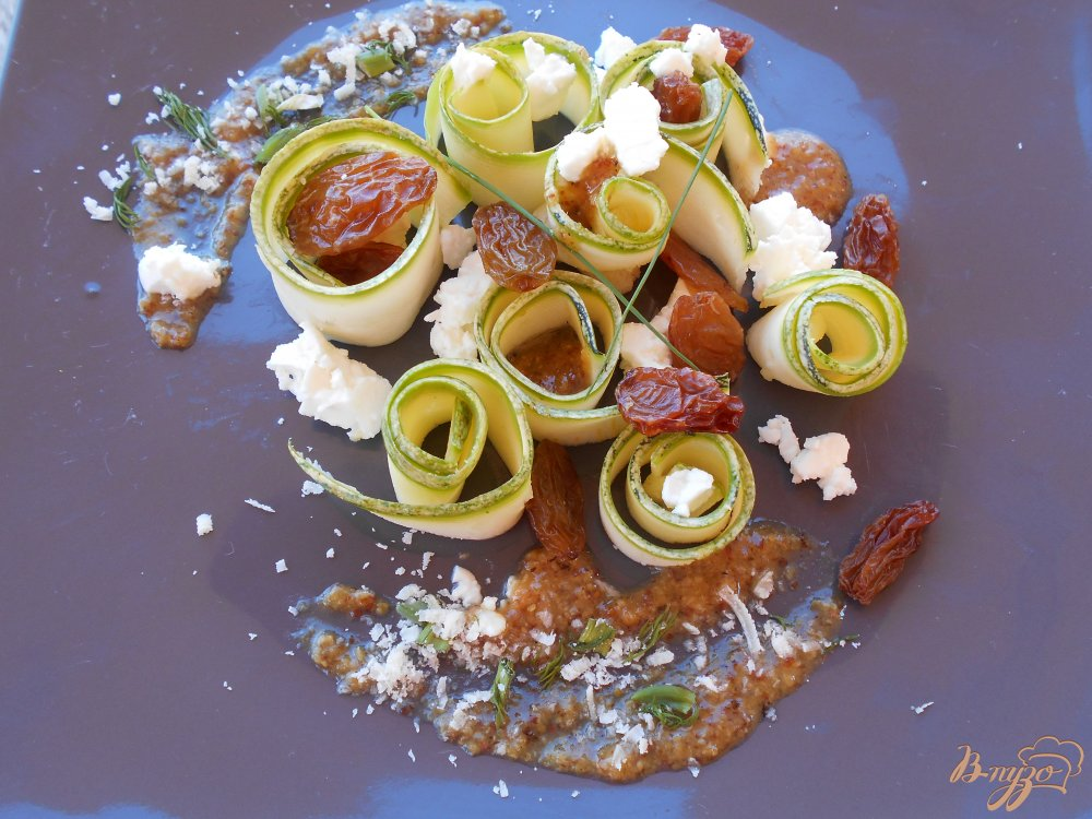 Фото приготовление рецепта: Салат из цуккини шаг №6
