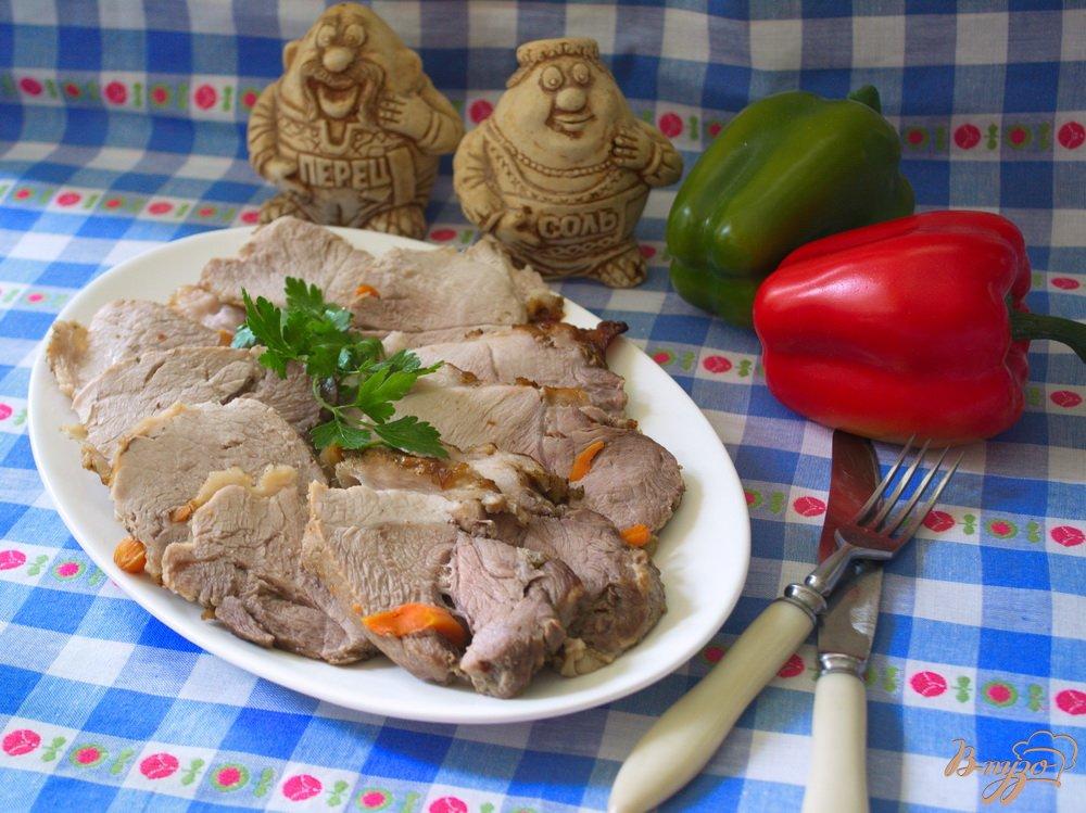 Фото приготовление рецепта: Домашняя буженина, запеченая в фольге шаг №6