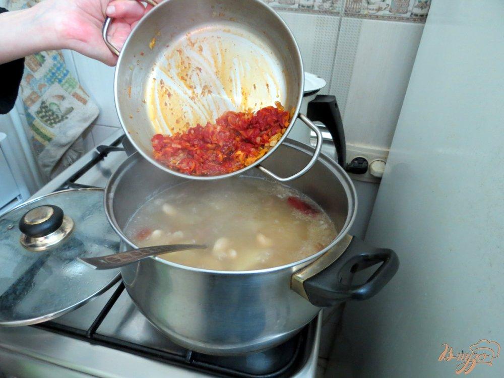 Фото приготовление рецепта: Суп из фасоли с копчёностями шаг №9