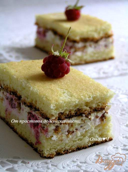 Бисквитное пирожное с малиной