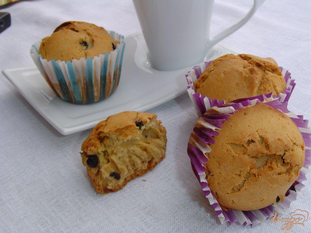 Фото приготовление рецепта: Кексы с голубикой шаг №4