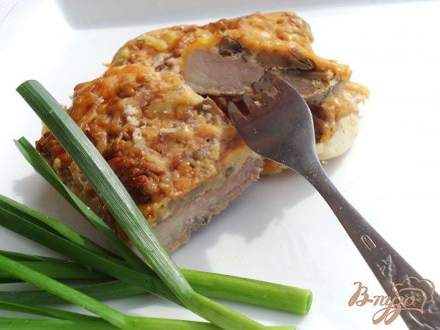 фото рецепта: Свинина под сырно-грибной шапочкой
