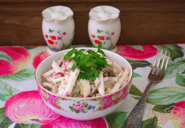 фото рецепта: Салат с редисом и мясом