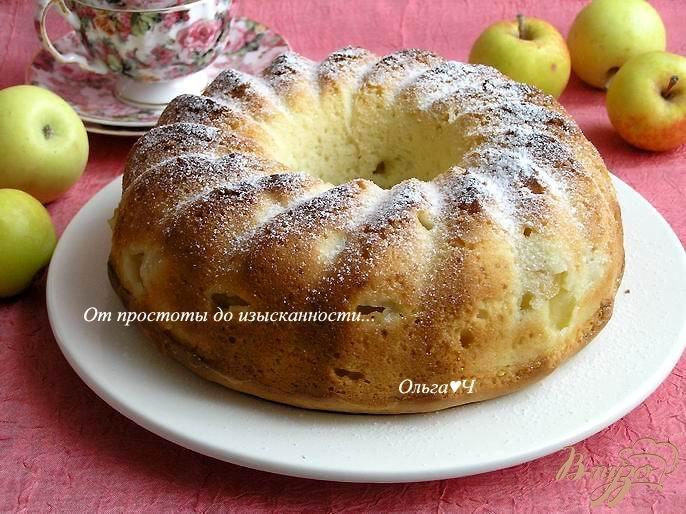 Фото приготовление рецепта: Шарлотка с яблоками шаг №7