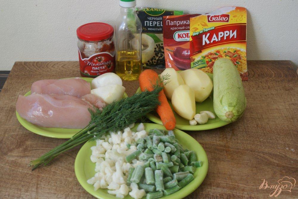 Фото приготовление рецепта: Курица с овощами в томатно-сметанном соусе шаг №1