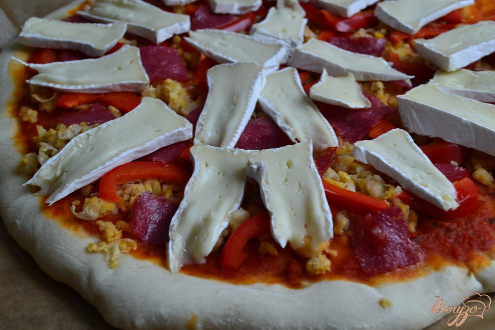 Фото приготовление рецепта: Пицца с нутом и сладким перцем шаг №5