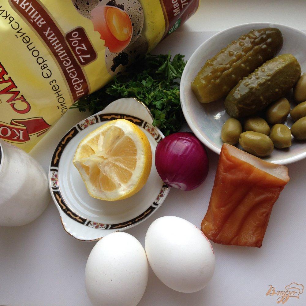 Фото приготовление рецепта: Салат с копчеными кальмарами шаг №1