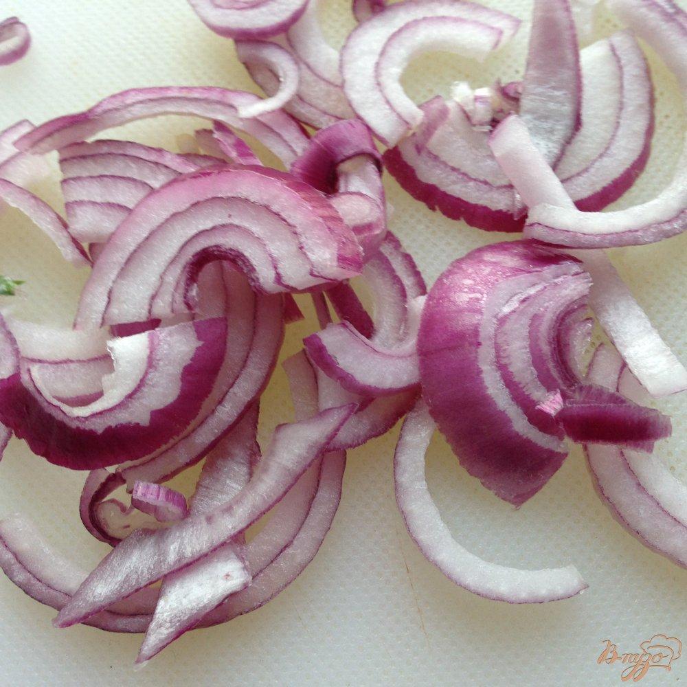 Фото приготовление рецепта: Салат с копчеными кальмарами шаг №6