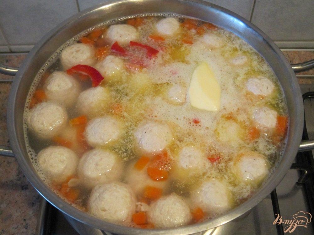 Фото приготовление рецепта: Суп с фрикадельками шаг №10