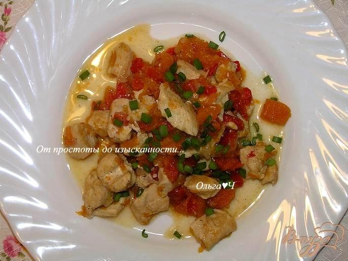 Фото приготовление рецепта: Куриное филе с перцем и тыквой шаг №6