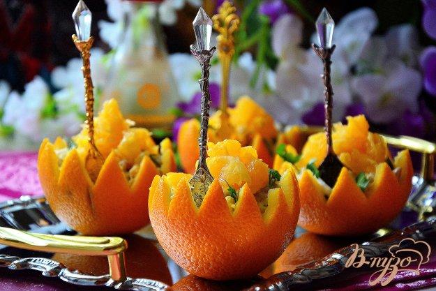 фото рецепта: Пикантный салат в апельсиновой корзиночке