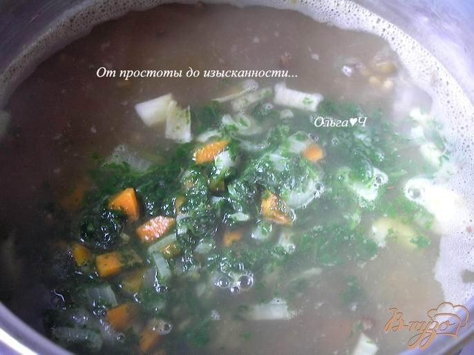 Фото приготовление рецепта: Суп с машем и шпинатом шаг №4