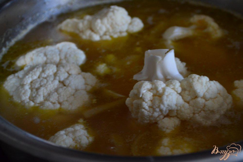 Фото приготовление рецепта: Суп-пюре с красной чечевицей и цветной капустой шаг №3