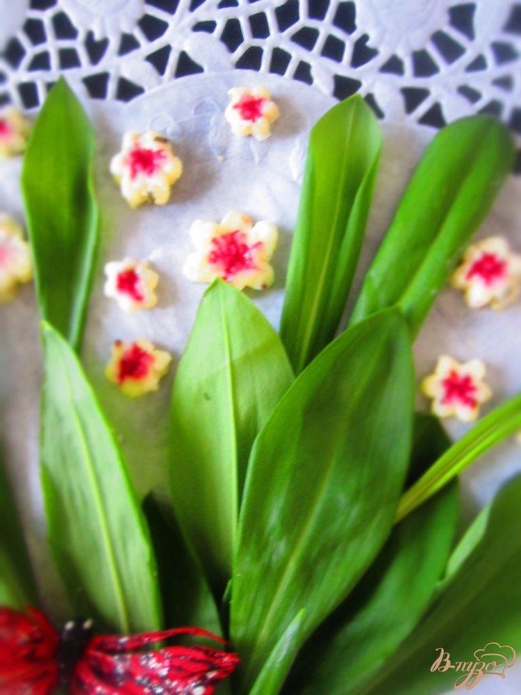 Фото приготовление рецепта: Сырные цветы шаг №6