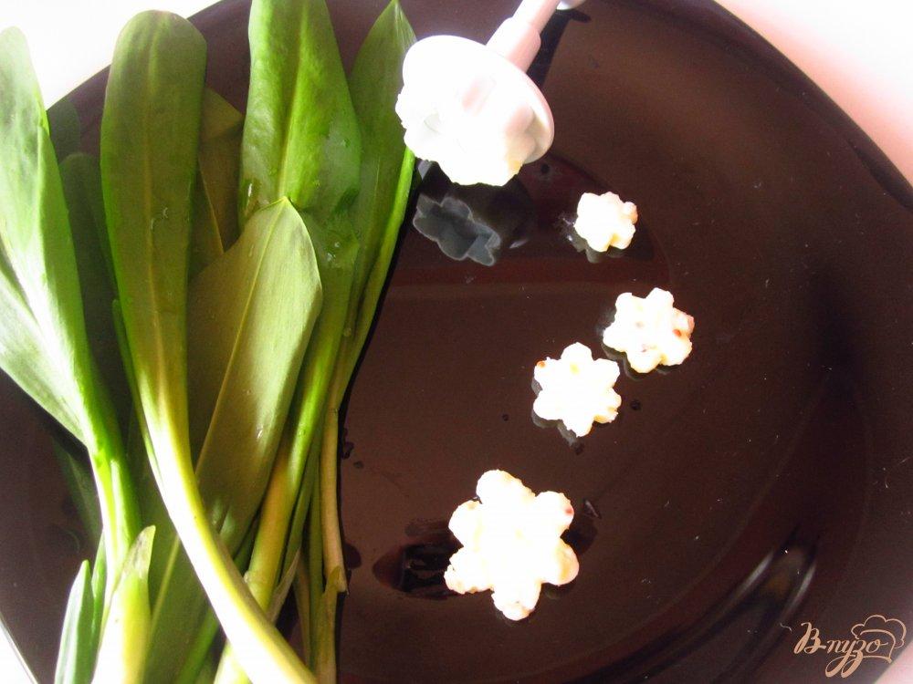 Фото приготовление рецепта: Сырные цветы шаг №5
