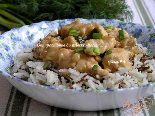 фото рецепта: Куриное филе в соевом соусе с кедровыми орешками и рисом