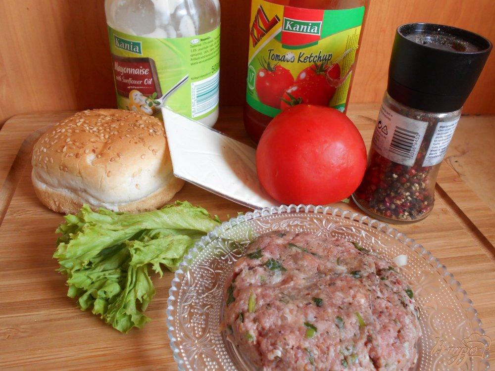 Фото приготовление рецепта: Бургер с говяжьей котлетой шаг №2