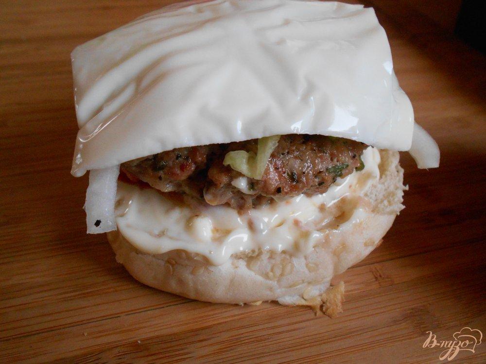 Фото приготовление рецепта: Бургер с говяжьей котлетой шаг №6