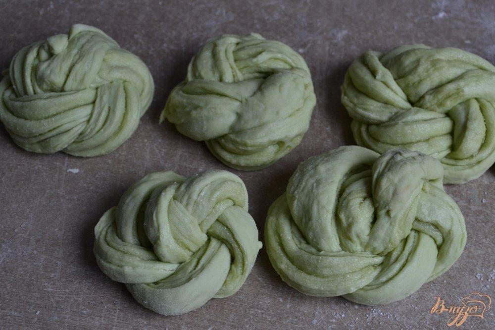 Фото приготовление рецепта: Сдобные пироги из мятного теста шаг №13