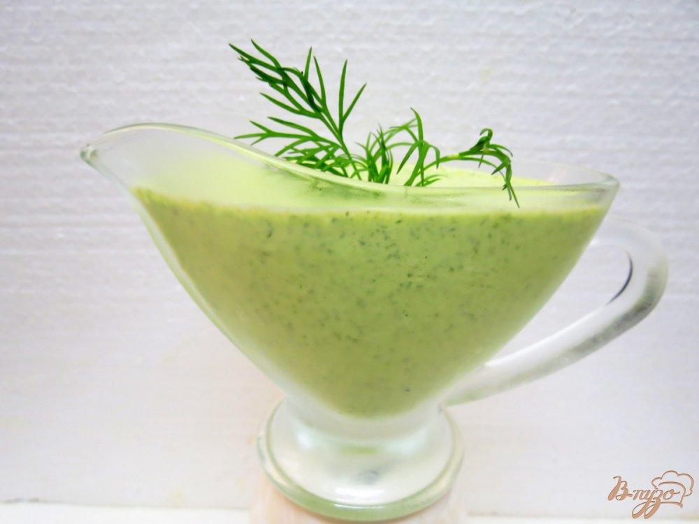 Фото приготовление рецепта: Луковые кольца с зелёным соусом шаг №4
