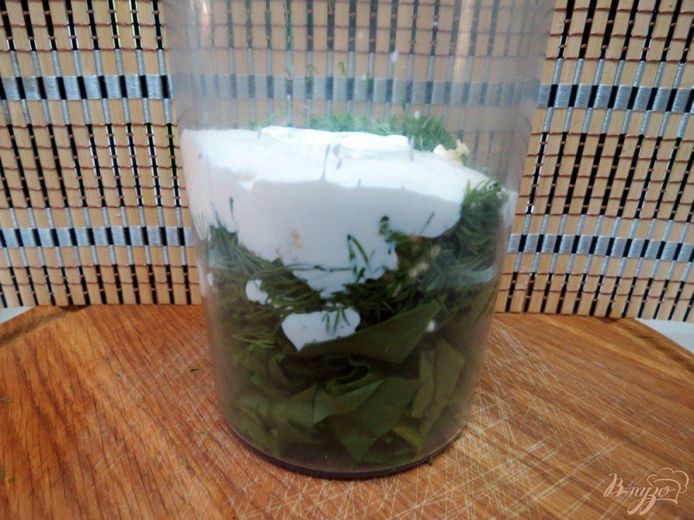 Фото приготовление рецепта: Луковые кольца с зелёным соусом шаг №3