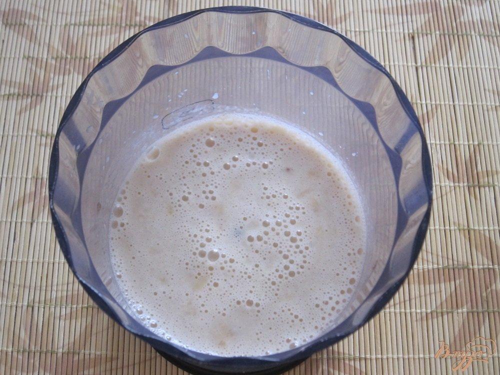 Фото приготовление рецепта: Бананово-апельсиновый коктейль шаг №6