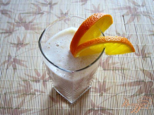 фото рецепта: Бананово-апельсиновый коктейль