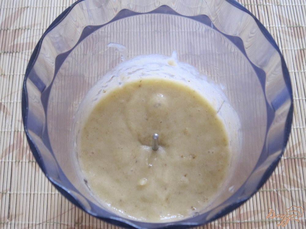 Фото приготовление рецепта: Бананово-апельсиновый коктейль шаг №3