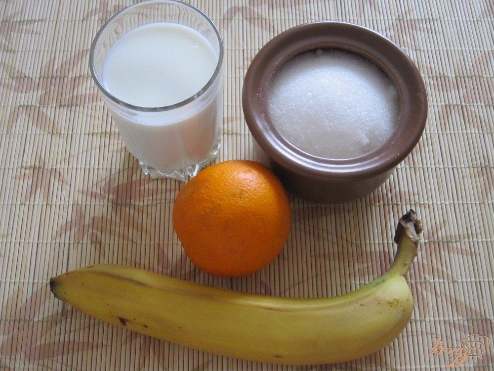 Фото приготовление рецепта: Бананово-апельсиновый коктейль шаг №1