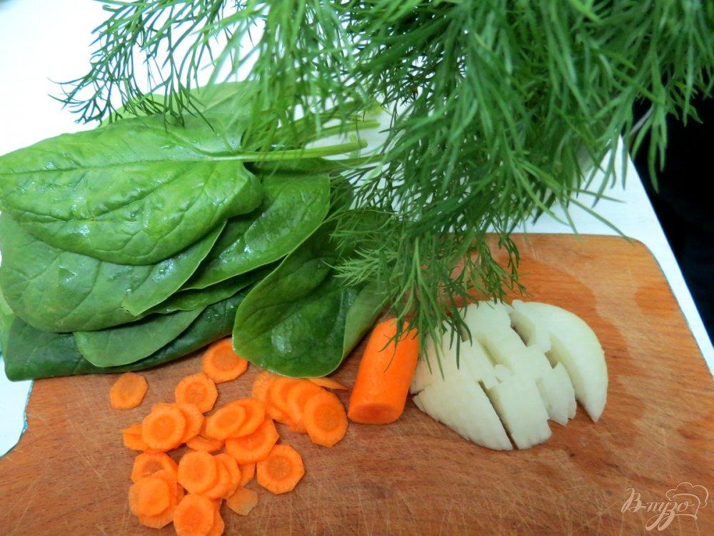 Фото приготовление рецепта: Суп с нототенией и шпинатом шаг №3