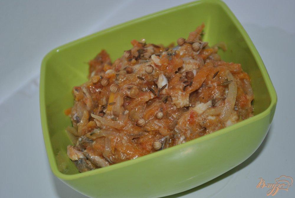 Фото приготовление рецепта: Хамса в томатном соусе шаг №10