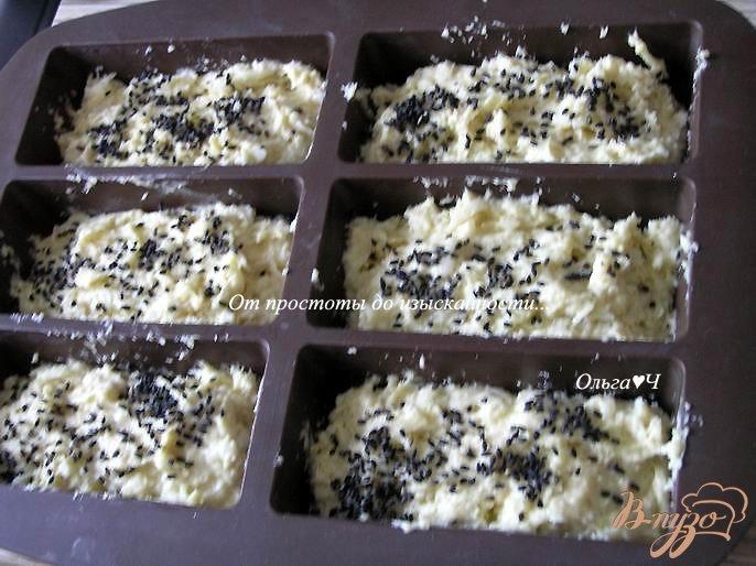 Фото приготовление рецепта: Булочки с сыром, отрубями и кунжутом шаг №5