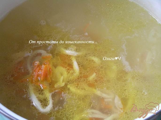 Фото приготовление рецепта: Овощной суп с кальмарами шаг №3
