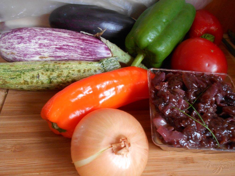 Фото приготовление рецепта: Пирог с овощами и луковым мармеладом шаг №1