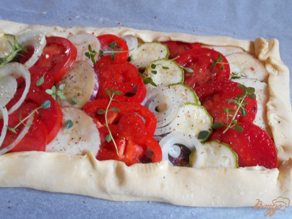 Фото приготовление рецепта: Пирог с овощами и луковым мармеладом шаг №10