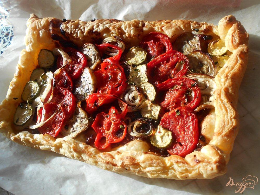 Фото приготовление рецепта: Пирог с овощами и луковым мармеладом шаг №11